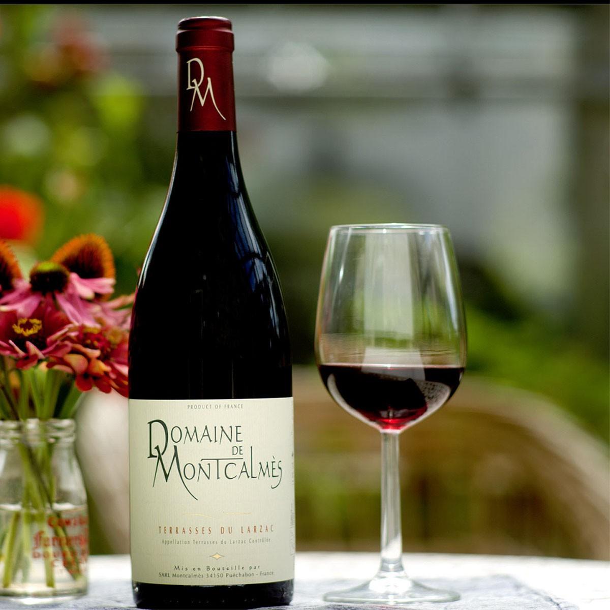 AOC Terrasses du Larzac: Domaine de Montcalmès Rouge 2017 - Lifestyle