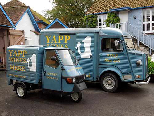 Apé and H vans