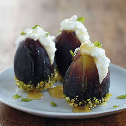 Fresh figs with ricotta and honey - leitesculinaria.com