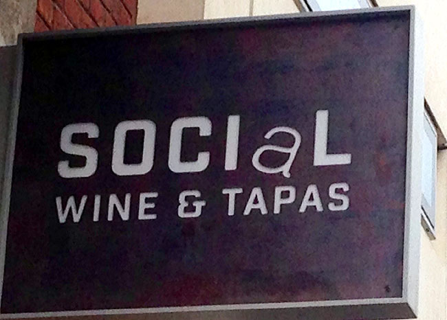 Social WIne and Tapas - sign