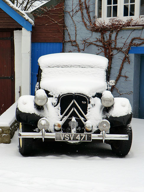 Citroen Traction in Snow