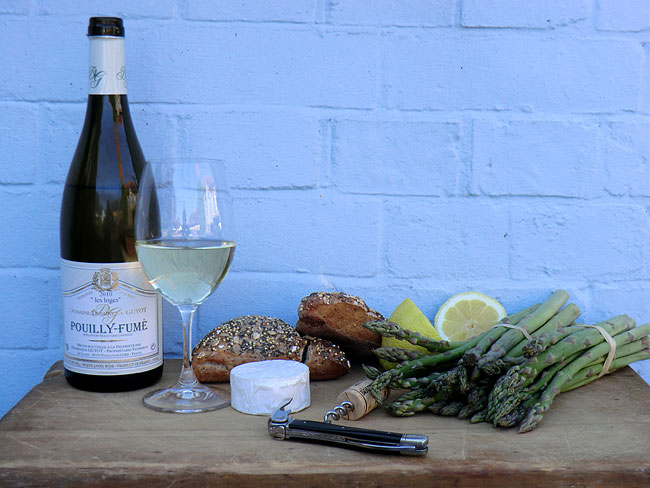 Pouilly Fume with asparagus